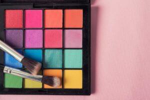 Shop Eyeshadow Palettes at Just4Girls.pk. Image Credit: @kundoy via Twenty20.